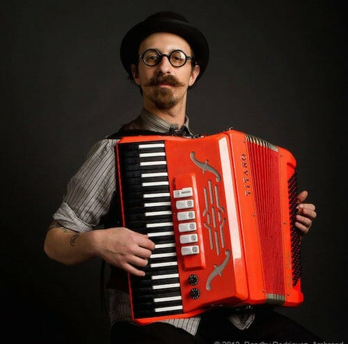 accordion officiant
