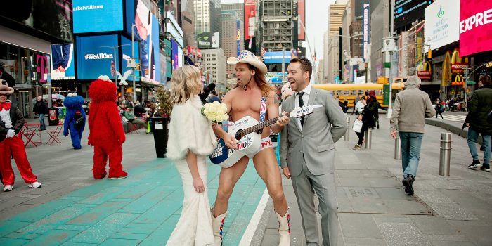 Two Australians Elope to Meet the Naked Cowboy!